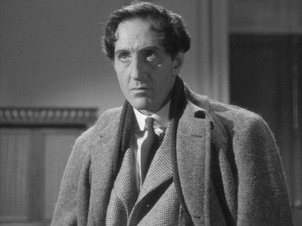 二战时期巴兹尔扮演的福尔摩斯变成了卷发男.jpg