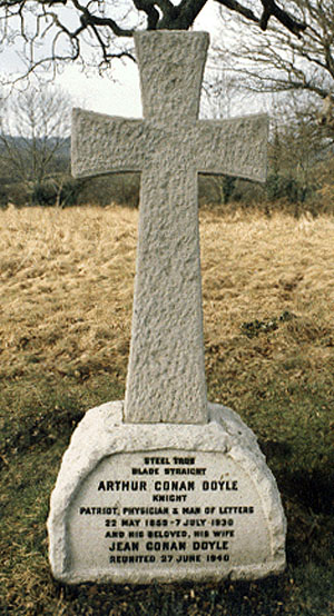 柯南·道尔的墓碑.jpg
