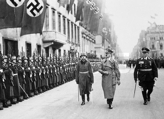 P0301147 上层建筑:德国军队3希特勒检阅.jpg